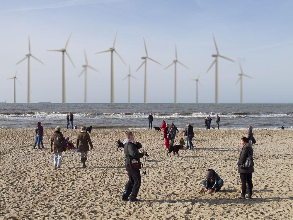 Windmolens voor de kust van Wassenaar.